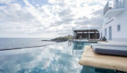 White Exclusive Suites & Villas – Hotel nos Açores inspirado nas Ilhas Gregas
