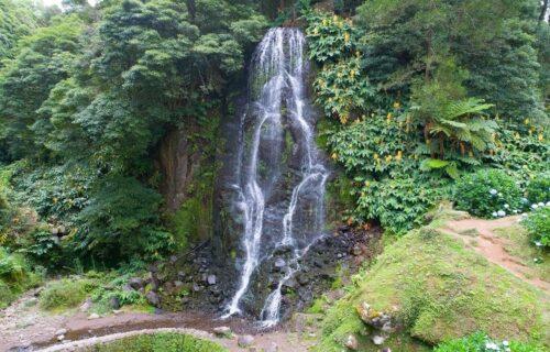 Parque e Cascata da Ribeira dos Caldeirões vistos do céu (Nordeste) – imagens simplesmente magníficas