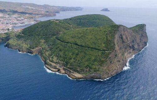 Angra do Heroísmo e Monte Brasil vistos do céu – imagens simplesmente magníficas