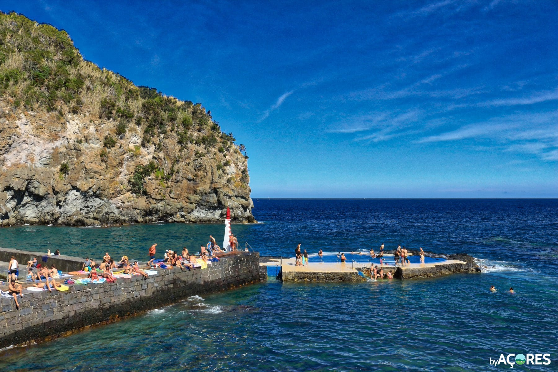 Piscina e costa da Caloura