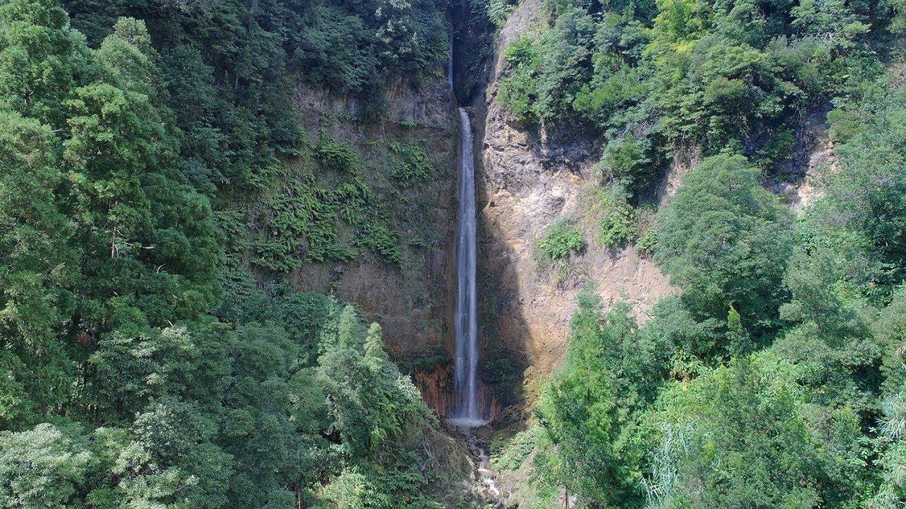 Imagens incríveis da Cascata da Ribeira Quente (São Miguel)