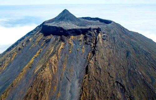 Montanha do Pico vista do céu