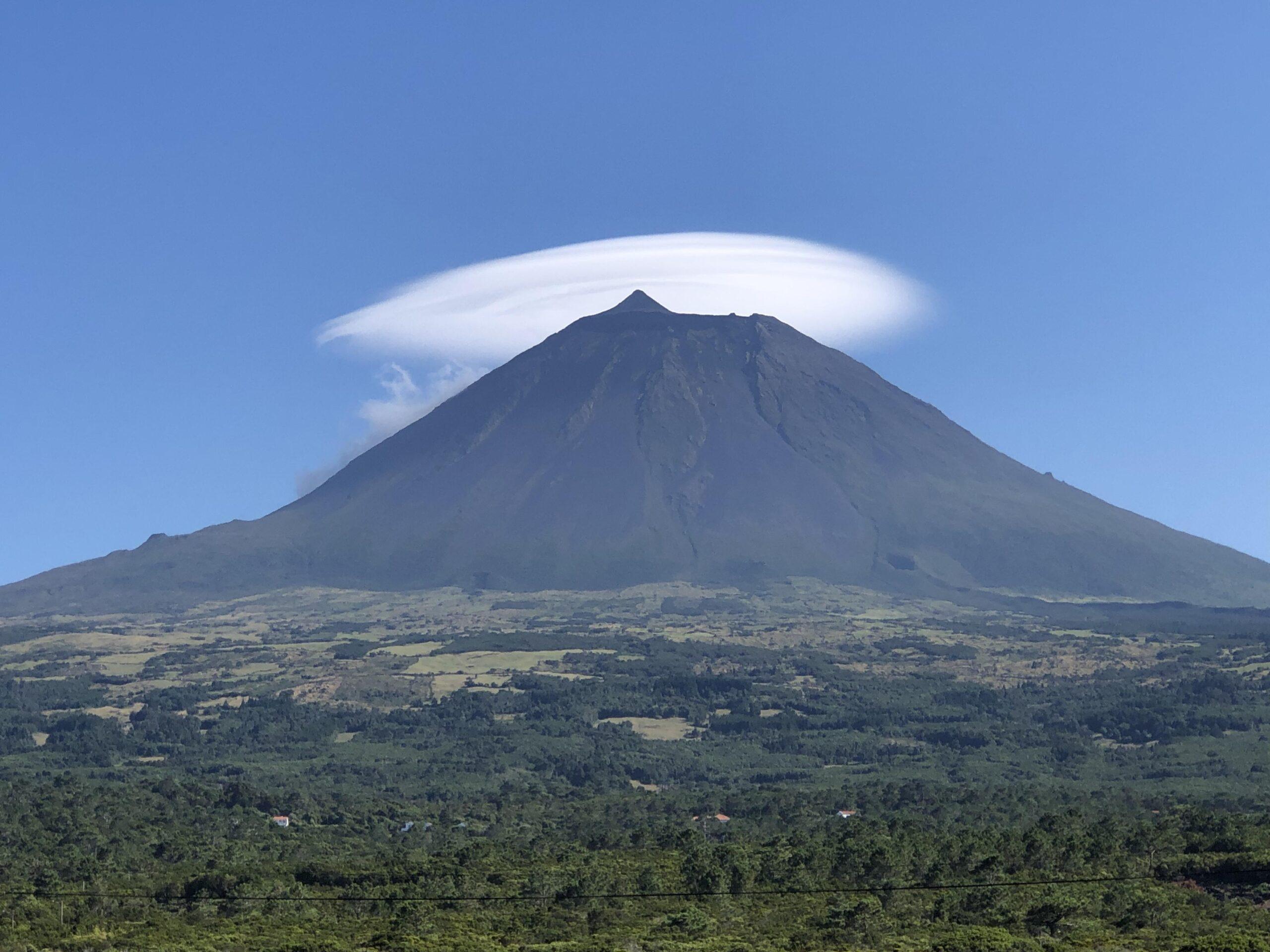 """Montanha do Pico com """"chapéu"""""""
