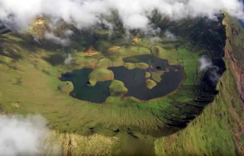Ilha do Corvo vista do céu, imagens simplesmente magníficas