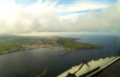 Aterragem em Lajes, Ilha de Terceira