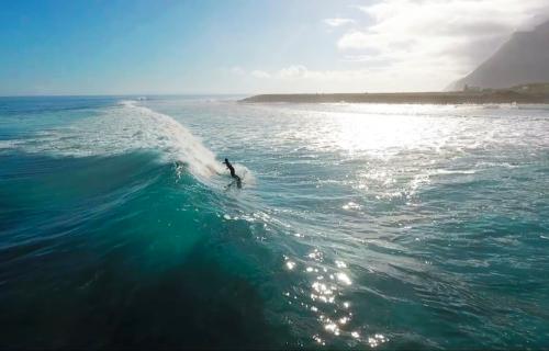 Surf na Fajã da Caldeira de Santo Cristo – Imagens simplesmente magníficas